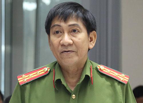 Đại tá Bùi Hữu Danh nói về vụ án Gây rối trật tự công cộng tại TP Biên Hoà trong buổi họp báo. Ảnh: Phước Tuấn
