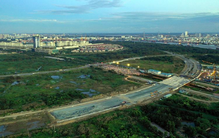 Một trong 4 tuyến đường ở Thủ Thiêm tổng giá đầu tư 12.000 tỷ đồng. Ảnh: Hữu Khoa
