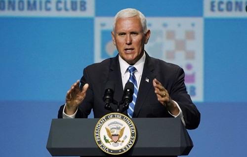 Phó tổng thống Mỹ Mike Pence phát biểu tại Câu lạc bộ kinh tế Detroit ở bang Michigan hôm 19/8. Ảnh: Reuters.