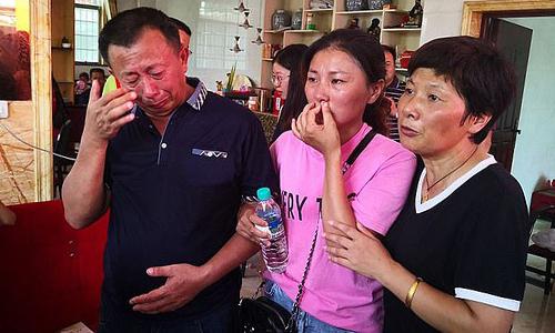 Ping Ping đượccha mẹ ruột giới thiệu với họ hàng thân thích tại thành phố Ưng Đàm, tỉnh Giang Tây, phía nam Trung Quốc hôm 17/8. Ảnh: Asia Wire