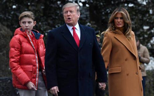 Barron và bố mẹ hồi tháng 2 ở Nhà Trắng. Ảnh: AP