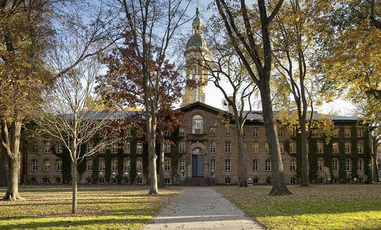 Nassau Hall - tòa nhà cổ xưa nhất Đại học Princeton. Ảnh: Sothebys International Realty