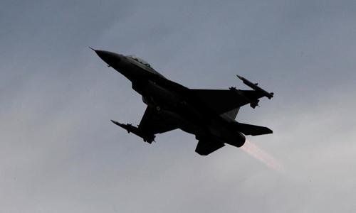 Một tiêm kích F-16 cất cánh tại căn cứ không quân Zhihang ở thành phố Đài Đông trên đảo Đài Loan hồi tháng 1/2018. Ảnh: Reuters.