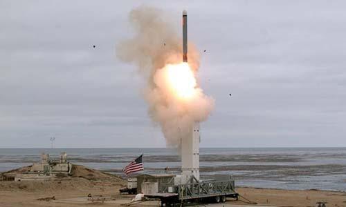 Tên lửa Mỹ rời ống phóng hôm 18/8. Reuters.