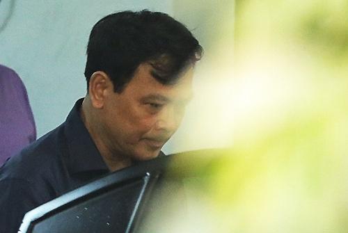 Ôtô vào tận hầm tòa án đón Linh. Ảnh: Hữu Khoa.
