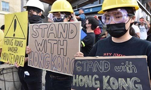 Những người mô phỏng biểu tình Hong Kong ở Vancouver, Canada. Ảnh: AFP.