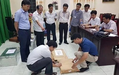 Tổ công tác  Bộ Giáo dục và Đào tạo kiểm tra bài thi ở Hà Giang.
