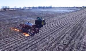Thiết bị phun lửa diệt cỏ dại ở Mỹ