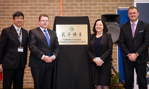 Lễ gắn biển Học viện Khổng Tử tại Đại học La Trobe, Australia. Ảnh: Hanban.org.