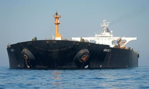 Tàu Adrian Darya 1ở bờ biển Gibraltar ngày 15/8. Ảnh: AFP.