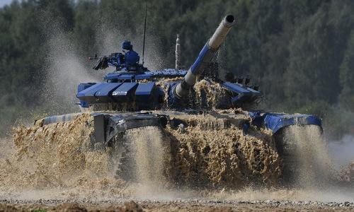 Xe tăng màu xanh dương được đội Việt Nam dùng trong trận chung kết. Ảnh: Bộ Quốc phòng Nga.
