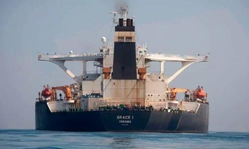 Siêu tàu chở dầu Grace 1, tên mới làAdrian Daryatại vùng biển của Gibraltar hôm 15/8. Ảnh: AP.