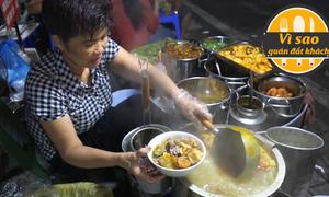Quán bún riêu rau nhút bán hơn 300 khách mỗi đêm
