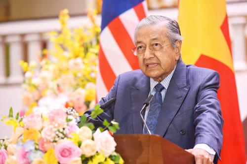 Thủ tướng Malaysia Mahathir Mohamad trong họp báo sáng nay tại Hà Nội. Ảnh: Giang Huy.