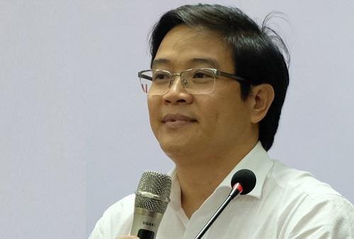 Ông Thái Văn Tài trong buổi tập huấn về thẩm định sách giáo khoa. Ảnh: Quỳnh Trang