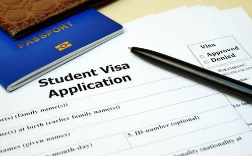 Xin visa ít nhất 6 tuần trước khi khóa học của bạn bắt đầu. Ảnh: Studyinternational