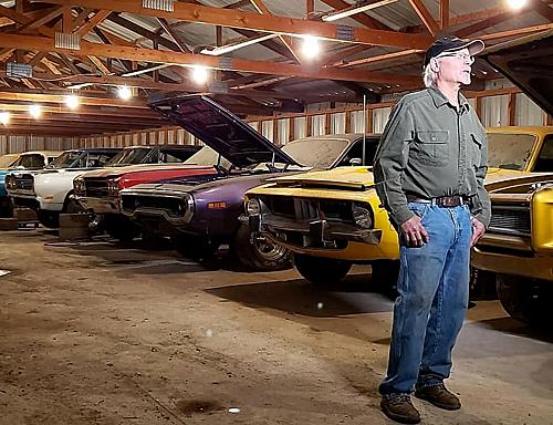 Bill Coyote Johnson và bộ sưu tập xe cổ.