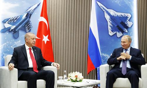 Tổng thống Nga Putin (phải) và người đồng cấp Thổ Nhĩ Kỳ Erdogan tại buổi khai mạc MAKS 2019 ở ngoại ô Moskva hôm 27/8. Ảnh: AFP.