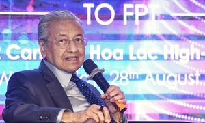 Thủ tướng Malaysia trò chuyện với sinh viên Việt Nam