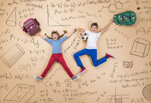 Học Toán bằng tiếng Anh sẽ giúp trẻ làm sống động tư duy Toán học.