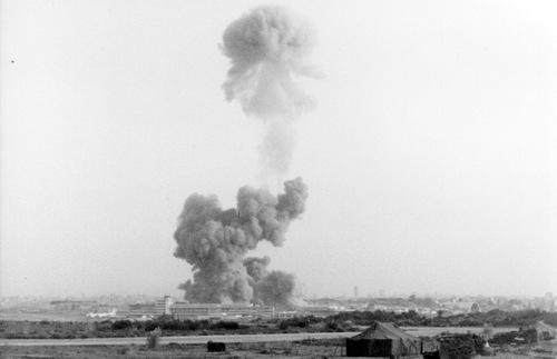 Cột khói sau vụ nổ có thể thấy từ khoảng cách nhiều km. Ảnh: Wikipedia.