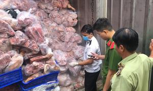 Hơn 20 tấn thịt thối trong ba container