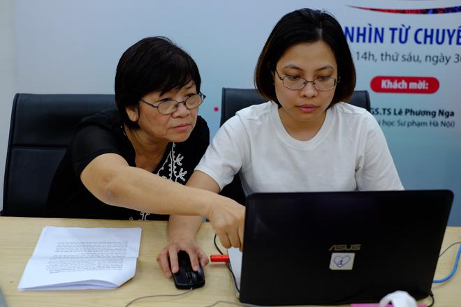 Theo GS.TS Lê Phương Nga khi tổ chức dạy học giáo viên phải chú ý cả nội dung và phương pháp dạy học.