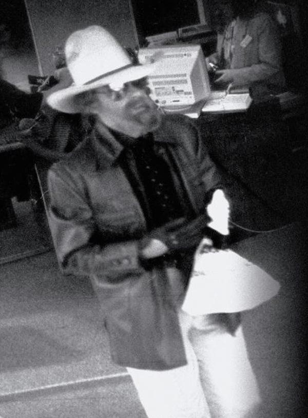 Tên cướp bí ẩn trong trang phục cao bồi được gán cho biệt danh Cowboy Bob. Ảnh: Texas Monthly.