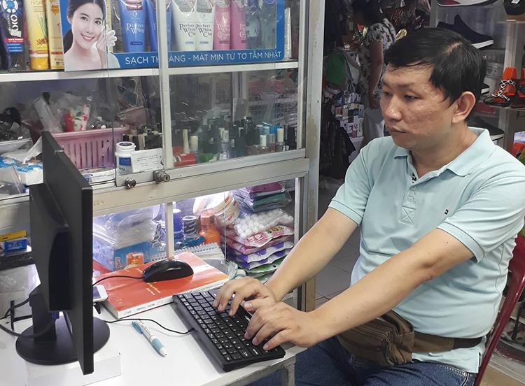 Ông chủ shop giày học lập trình trực tuyến để tăng hiệu quả kinh doanh - 1