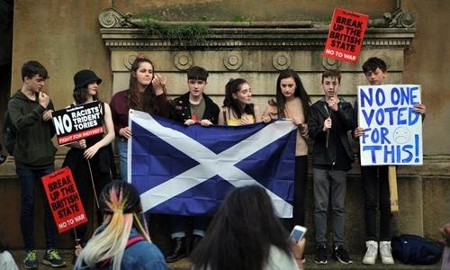 Người biểu tình tại Glasgow ngày 31/8. Ảnh: AFP.