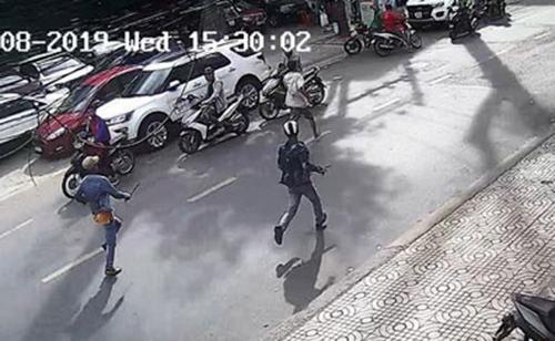 Cảnh chém nhau được camera an ninh ghi lại. Ảnhcắt clip.