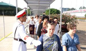 Dòng người viếng Chủ tịch Hồ Chí Minh