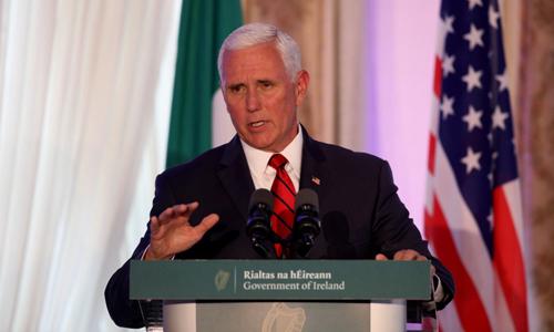 Phó tổng thống Mỹ Mike Pence phát biểu trong cuộc họp báo tại Dublin, Ireland hôm nay. Ảnh: AFP.