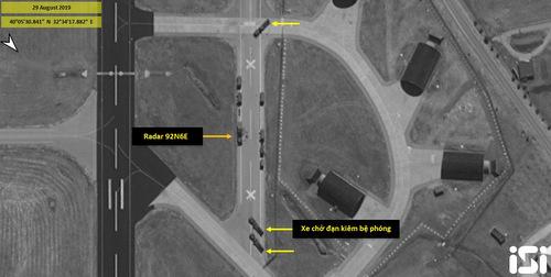 Vị trí đặt radar hỏa lực và xe bệ phóng của hệ thống S-400 hôm 29/8. Ảnh: ISI.