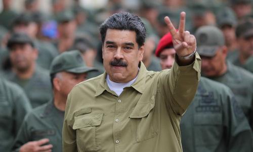 Tổng thống Maduro diễu hành cùng các binh sĩ tại thủ đô Caracas hồi tháng 1. Ảnh: Reuters.