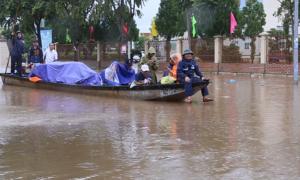 600 nhà dân ngập sâu trong mưa lũ
