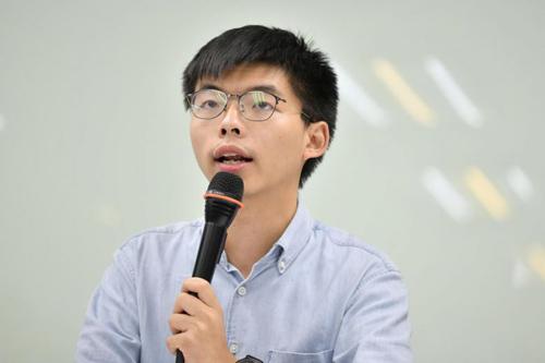 Thủ lĩnh phong trào biểu tình dù vàng ở Hong Kong Josua Wong. Ảnh: Reuters.