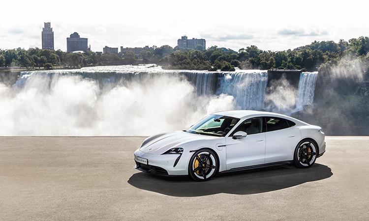 Porsche Taycan 2020 ra mắt thế giới hôm 4/9 ở thác Niagara, Mỹ.