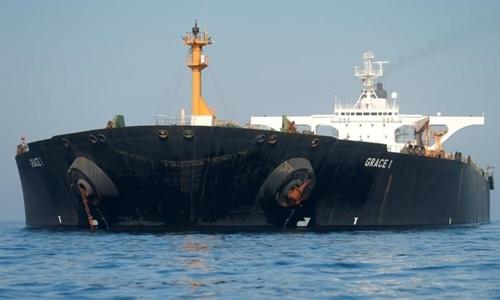 Tàu Adrian Darya 1 ở bờ biển Gibraltar ngày 15/8. Ảnh: AFP.