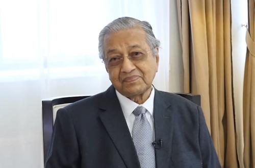 Thủ tướng Malaysia Mahathir trả lời phỏng vấn bên lề Diễn đàn Kinh tế phương Đông (EEF) ở Nga hôm nay. Ảnh: Sputnik.