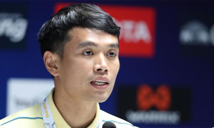 Siwarak trong cuộc họp báo tại sân Thammasat chiều 4/9. Ảnh: Đức Đồng.