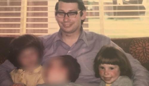 Richard Haynes cùng các con ở Australia thập niên 1980. Ảnh: BBC.