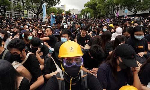 Sinh viên đại học ởHong Kong bãi khóa trong ngày khai giảng 2/9. Ảnh: AP.