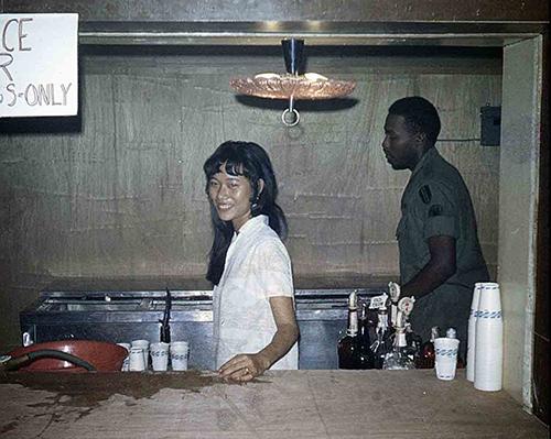Bà Thúy Lan khi còn là nhân viên tạiEM Club ở Đồng Nai năm 1969. Ảnh: Nhân vật cung cấp