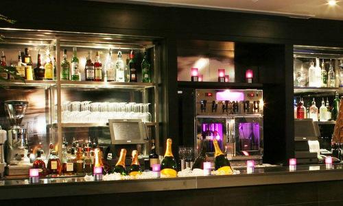 Quán bar khách sạn Malmaison, nơi Lalor trả hơn 68.000 USD cho cốc bia. Ảnh: Pinterest.
