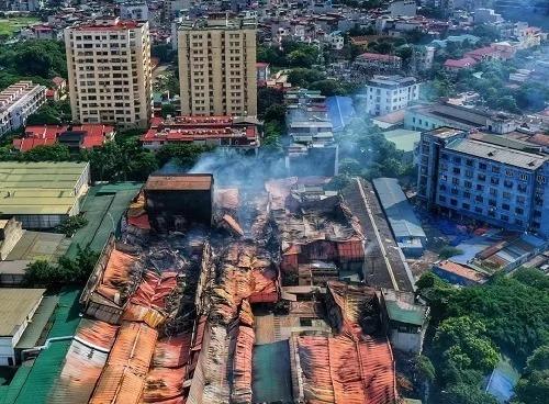 Nhà kho công ty Rạng Đông sau vụ cháy. Ảnh: Giang Huy