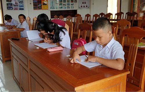 Lớp học được mở ở hội trường dồn Biên phòng Bình Minh. Ảnh: Đắc Thành.