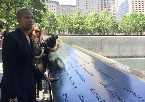 Febrillet tại khu tưởng niệm 11/9 ở nơi từng là Trung tâm Thương mại Thế giới, hôm 29/8. Ảnh: AFP.