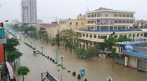 Đường phố Thái Nguyên ngập thành sông. Ảnh: Báo Thái Nguyên