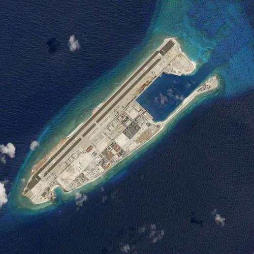 Ảnh chụp từ vệ tinh các công trình Trung Quốc cải tạo trái phép trên đá Chữ Thập thuộc quần đảo Trường Sa của Việt Nam tháng 3/2018. Ảnh: Reuters.
